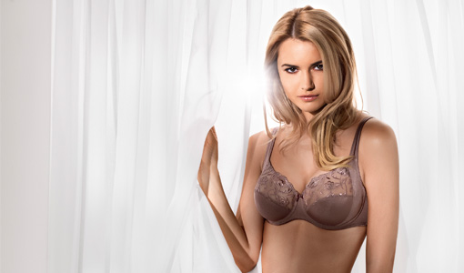 the-best-bras-for-women-with-short-torsos