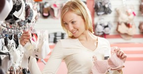 woman_shopping_for_bras